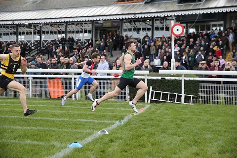 Jordan Charters winning the fourth cross-tie from Sandy Wilson (red bib) and Martin Barr (black bib)