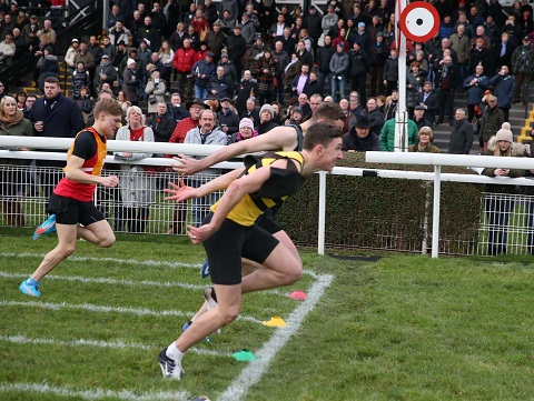 Calum McWilliam edging out Ryan Houten to win the fourth cross-tie. Kyle Potts (yellow bib) was third